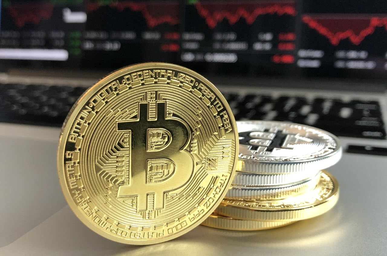 Is it possible to mine bitcoin and make money using your gaming laptop?