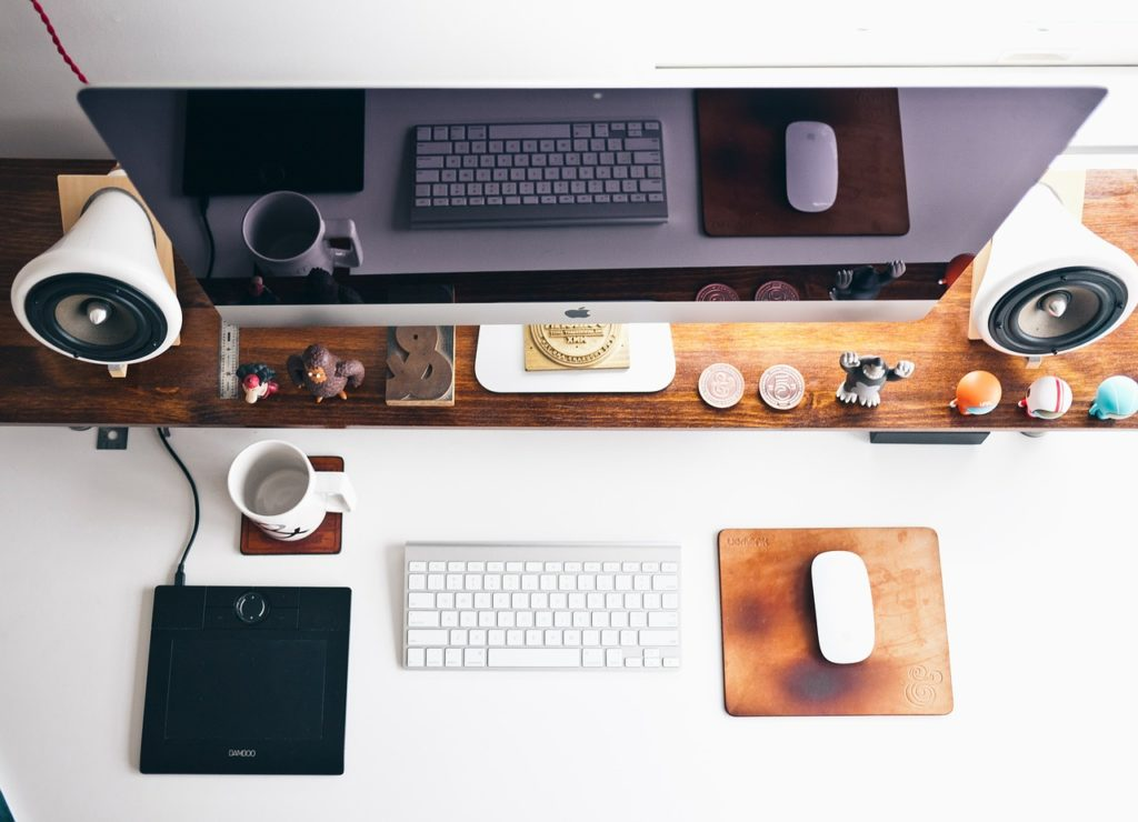 How to organise a computer desk to increase productivity