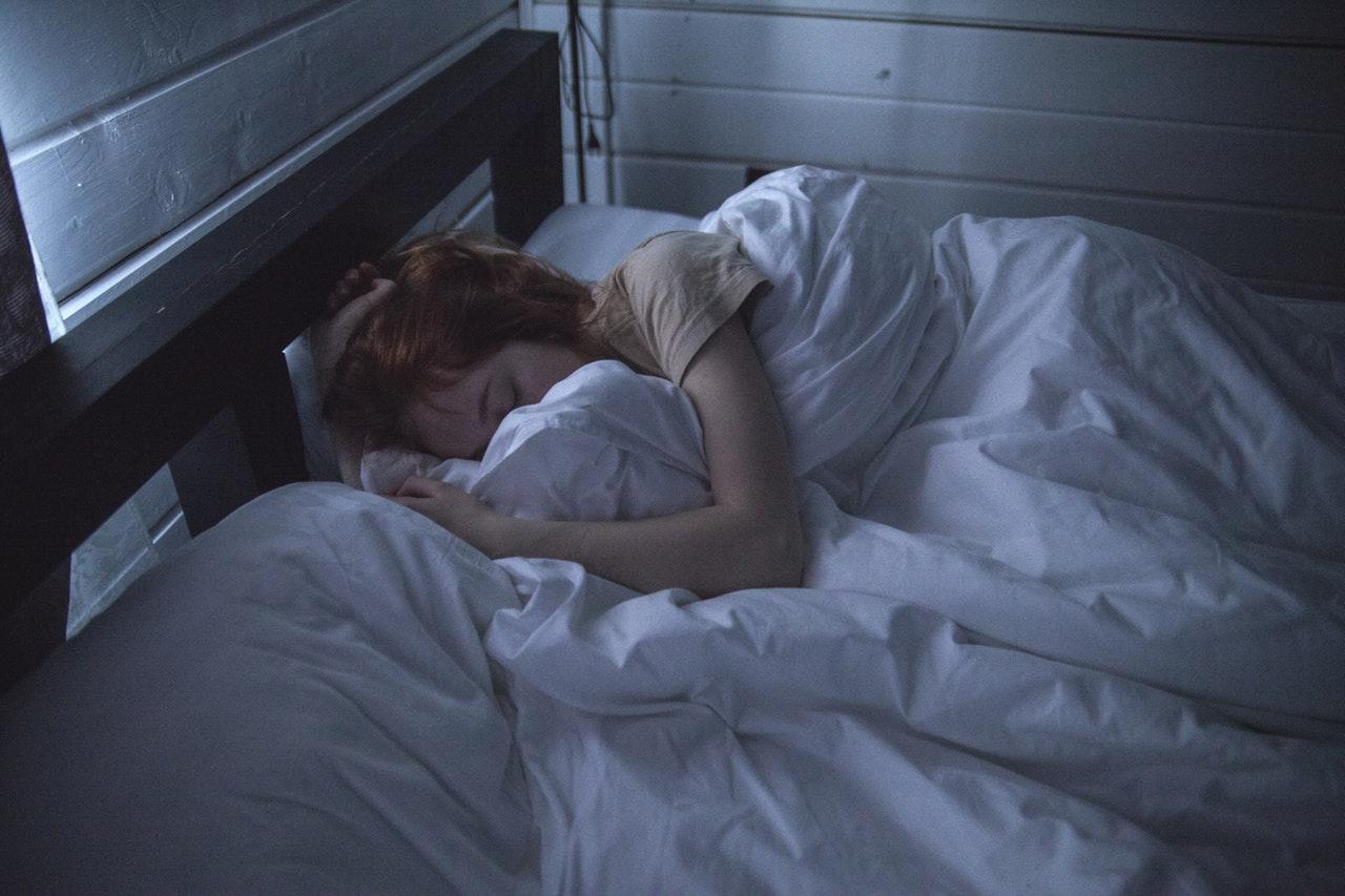 Does excessive gadget usage cause sleep inconsistencies?