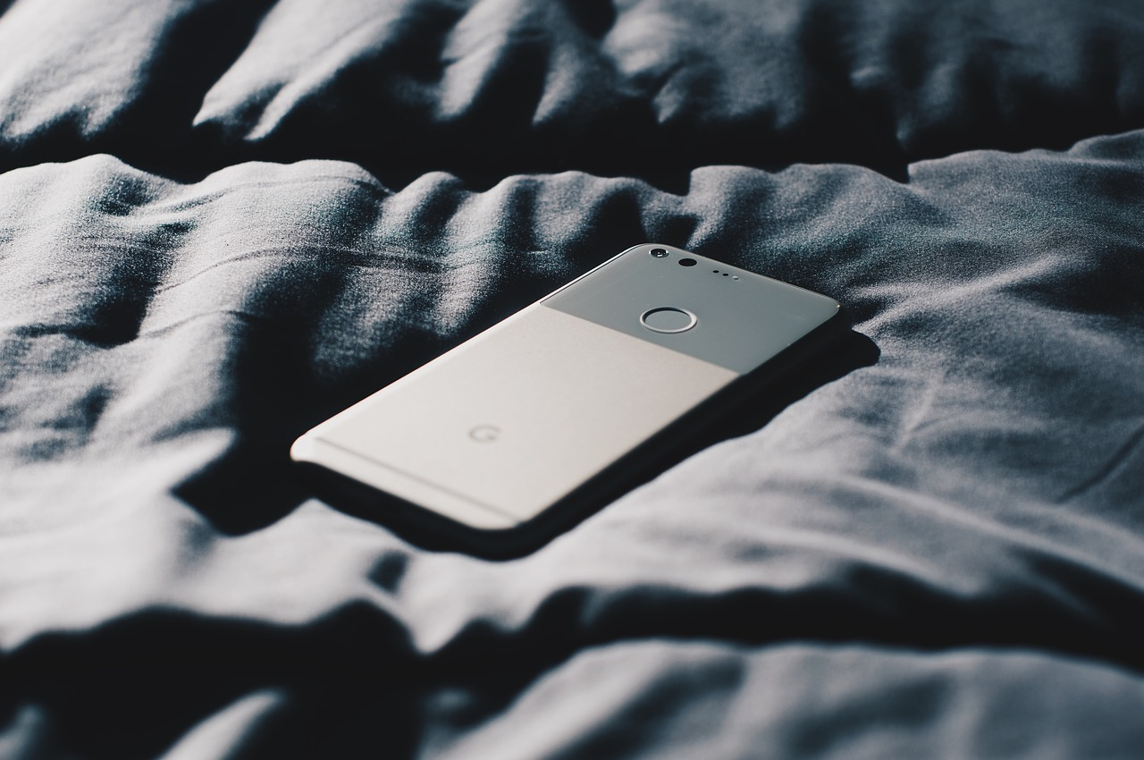 Should you sleep next to your phone? Side effects and solution