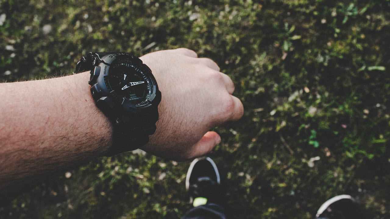 Smart watch vs Normal watch: Which one should you buy?
