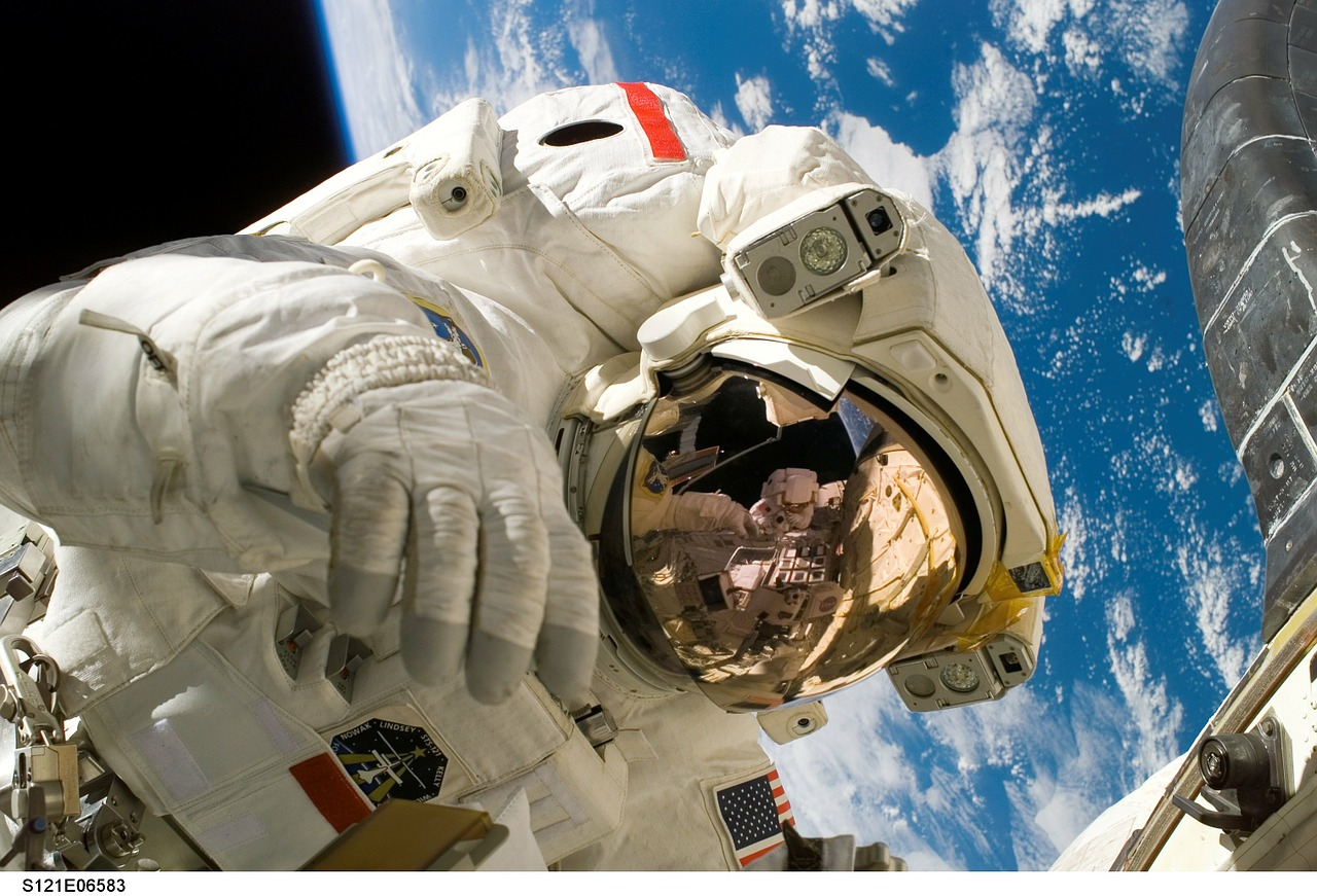 5 effects of space on the human body | Candid.Technology