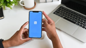 How to view profiles anonymously on LinkedIn? Via PC and App