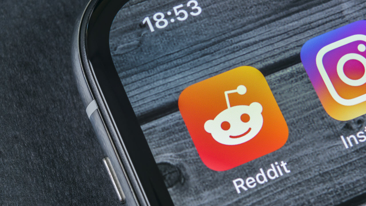 How to post on Reddit and delete a post? | Candid.Technology